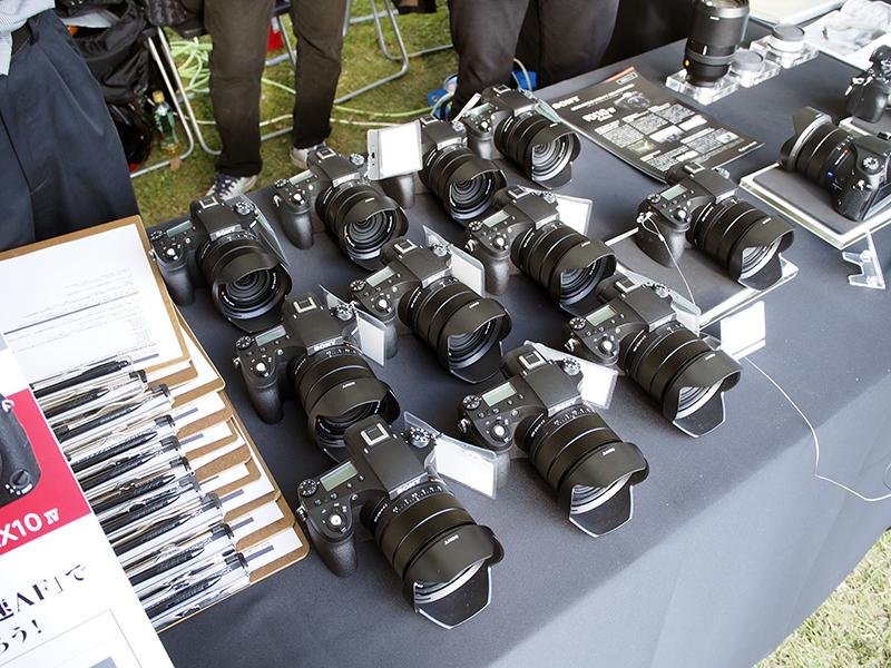 来場者に貸し出すことで、野鳥撮影での実力をアピールしていた。