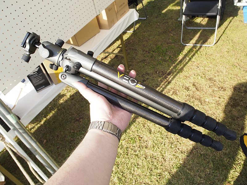 最大パイプ径26mmの5段カーボン三脚「VEO 2 265CB」。