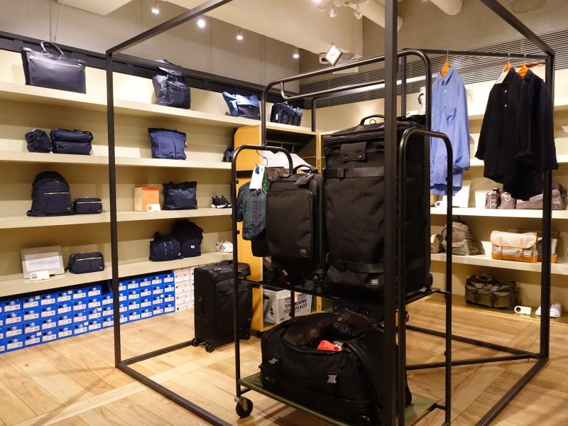 直営店ならではの品数を取りそろえる。展示も広々としている。