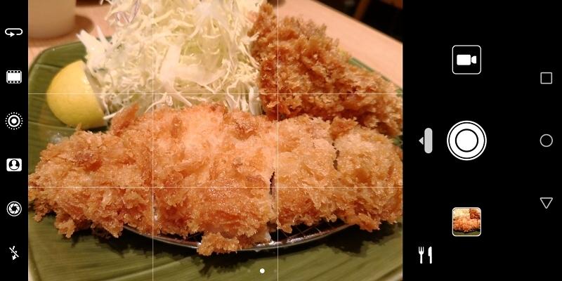 AIモードで揚げ物を被写体にしたところ、きちんと料理と認識された(右下に料理モードのアイコンが出ている)。