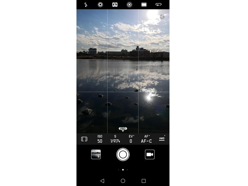 こちらは自分で撮影パラメーターが設定できるProモードの画面。