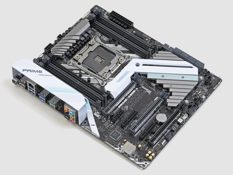 マザーボードは不動のトップメーカーであるASUSTeK製の「PRIME X299-A」を採用。信頼性、長期耐久性が多くのユーザーから支持されており、安心感は抜群だ。