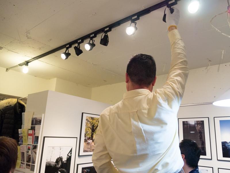 展示に合わせて照明を調整するのも欠かせない。