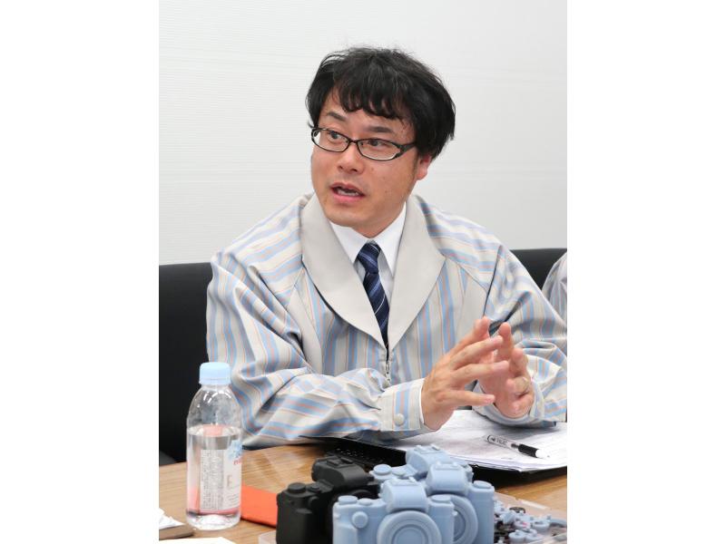 レンズ設計を担当した伊藤大介氏。
