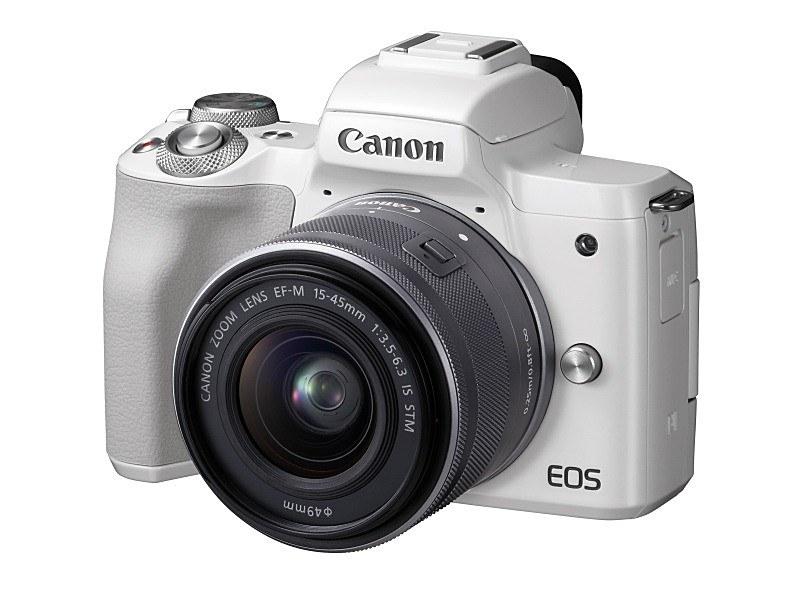 参考:ミラーレスのEOS Kiss Mと標準ズームレンズ「EF-M15-45mm F3.5-6.3 IS STM」。センサーサイズおよびレンズの焦点距離はPowerShot G1 X Mark IIIと同じ。
