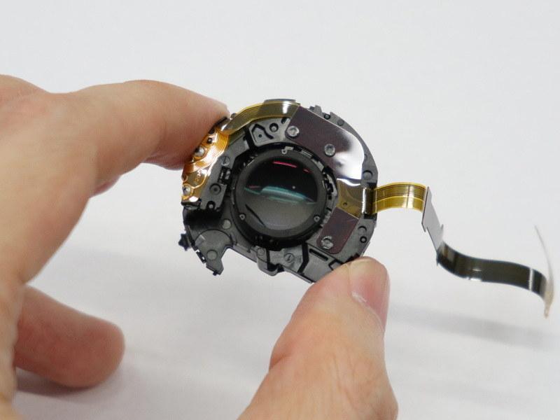 鏡筒内の防振(手ブレ補正機構)ユニット。