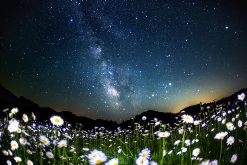 沼澤茂美さんの作品(「夜の絶景写真 星空風景編」に掲載)。
