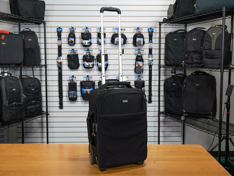 シンクタンクの代表製品「エアポート インターナショナル」。耐久性と控えめなルックスで人気のローラーバッグ。