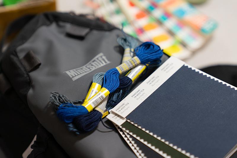 マインドシフトのバッグ。糸と生地の色のマッチングを見る。