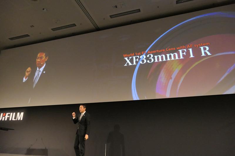APS-C用の、AF対応F1レンズ「XF33mmF1 R」もアピール。