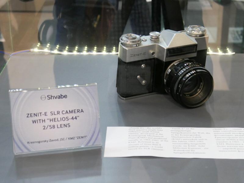 ブースに並んでいた一眼レフカメラ「ZENIT-E」。