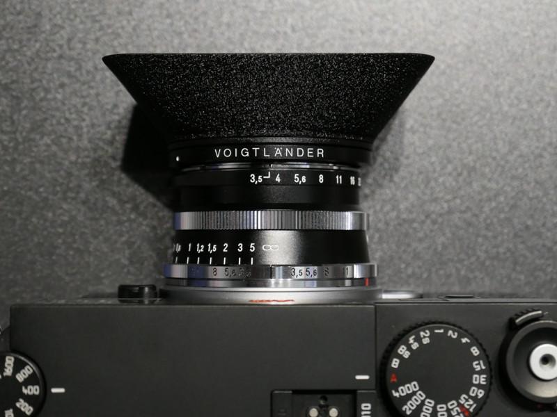 操作部のつくりは35mm F2と共通。