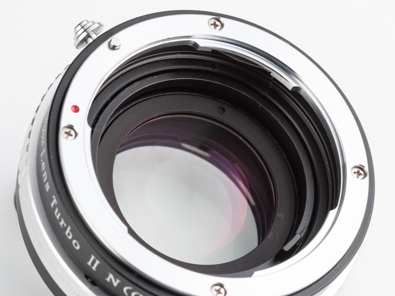 3群4枚のレデューサーレンズを搭載し、レンズの焦点距離が0.726倍になる。