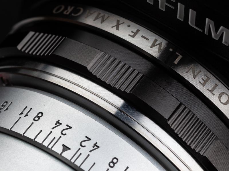 レンズを最短撮影距離にセットして、アダプターのヘリコイドを繰り出して接写した。