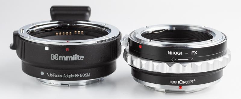 右がK&F ConceptのKF-NGX2、左がコムライトCM-EF-EOSMだ。