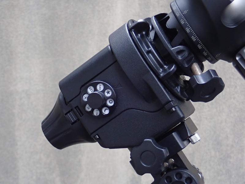 右側面のダイヤルで、回転速度を変更する。赤い照明付きで、夜間も確実に確認できる。