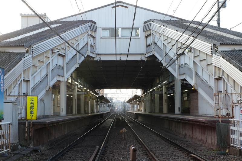 """京成立石駅。この駅舎も変わるのだとか。レトロな雰囲気漂う京成線は好きな沿線である。<br><span class=""""fnt-85"""">X-Pro2 / XF35mmF1.4 R / 35mm(52.5mm相当) / 絞り優先AE(1/100秒・F8.0・±0EV) / ISO 400</span>"""