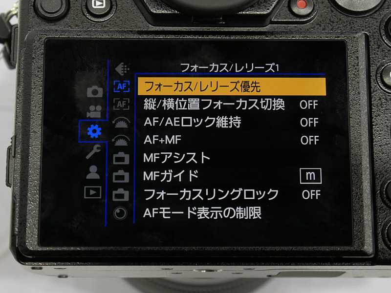 メニュー画面も再構成したという。ここでのタッチ操作はパソコンのプルダウンメニューのように「指を離したところを選択」という挙動のため、画面に触れている指を支点にしながら操作できる。