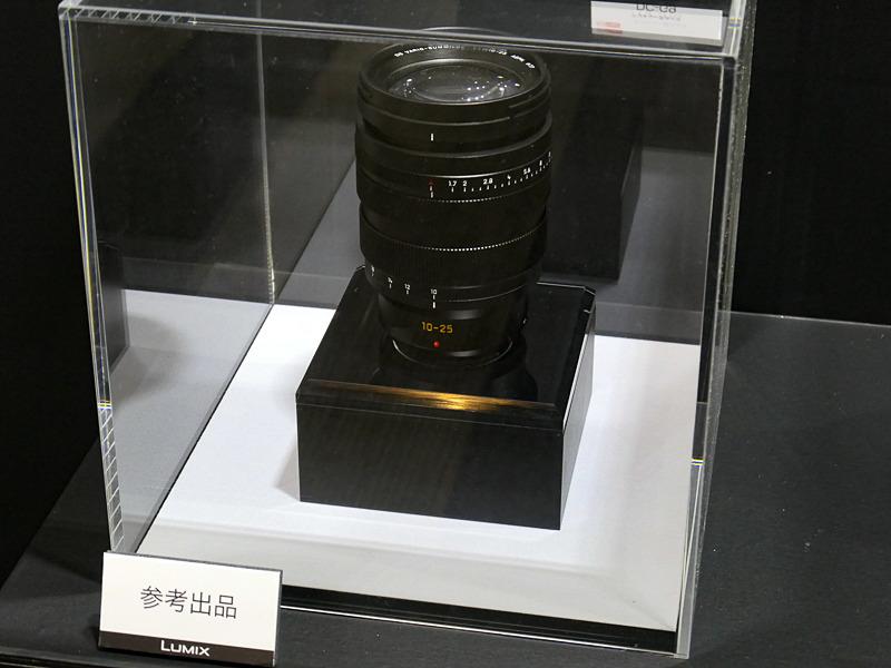 フォトキナ2018で初公開されたマイクロフォーサーズレンズ「LEICA DG VARIO-SUMMILUX 10-25mm F1.7」のモックアップも展示。今回、これに関する新情報はなかった。表現力重視のSシリーズに対し、小型・機動性・スピードを磨いたマイクロフォーサーズのGシリーズも継続。両者の棲み分けを明確にしていく。