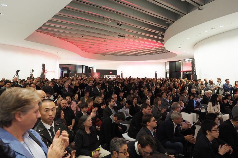 ライカSLのお披露目イベントはライツパークのホールで行われた。招待客は全世界から約800人。