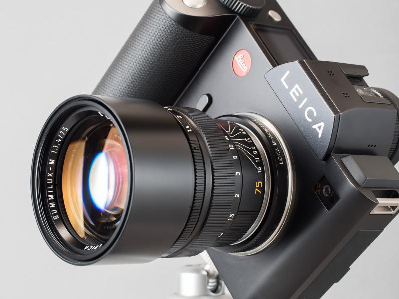 ズミルックス75mm F1.4を装着したライカSL。M型ボディとの組み合わせでは使いこなしが難しい大口径中望遠レンズも、ライカSLならとっても使いやすい。