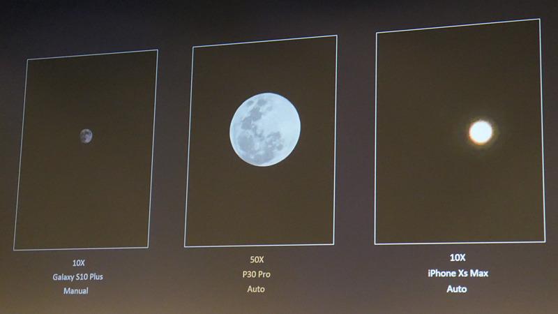 ライバル機種と、月の撮り比べ。