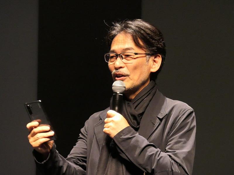 プロカメラマンの萩庭桂太氏。