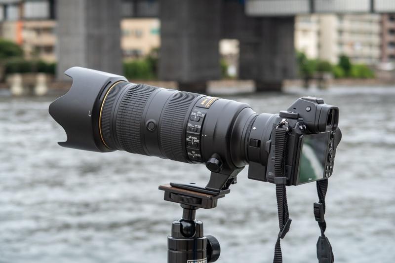 Nikon Z 7にFTZを介してAF-S NIKKOR 70-200mm f/2.8E FL ED VRを装着した状態。