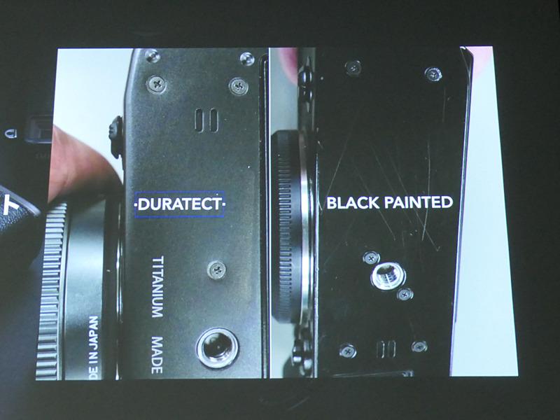 左がX-Pro3のデュラテクト仕上げ、右はX-Pro2のブラックペイント。