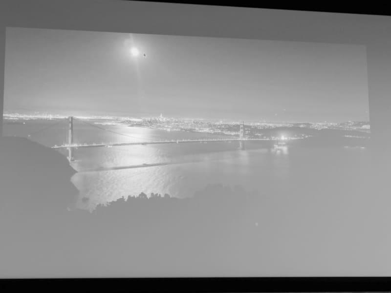 現時点でスマートフォンカメラがキレイに撮影できないのが明暗差の激しい月と星空の写真だという。