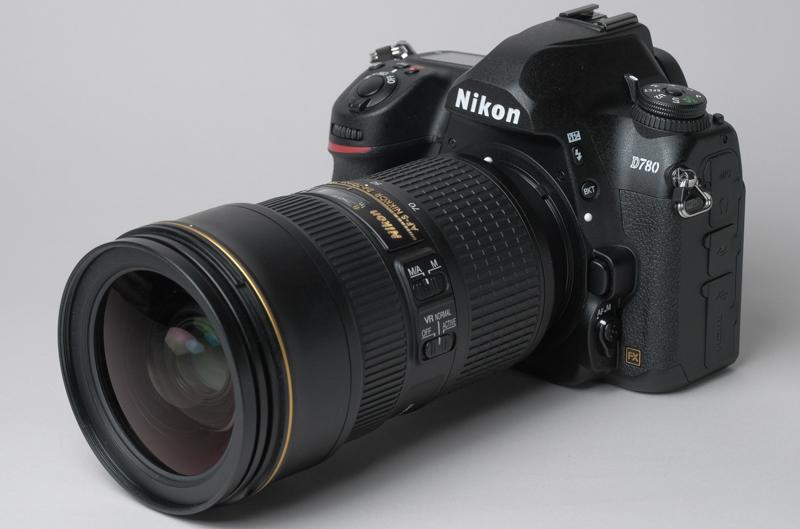 AF-S NIKKOR 24-70mm f/2.8E ED VRを装着した状態のD780