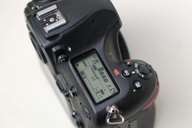 D850のシャッターボタンまわりのレイアウト