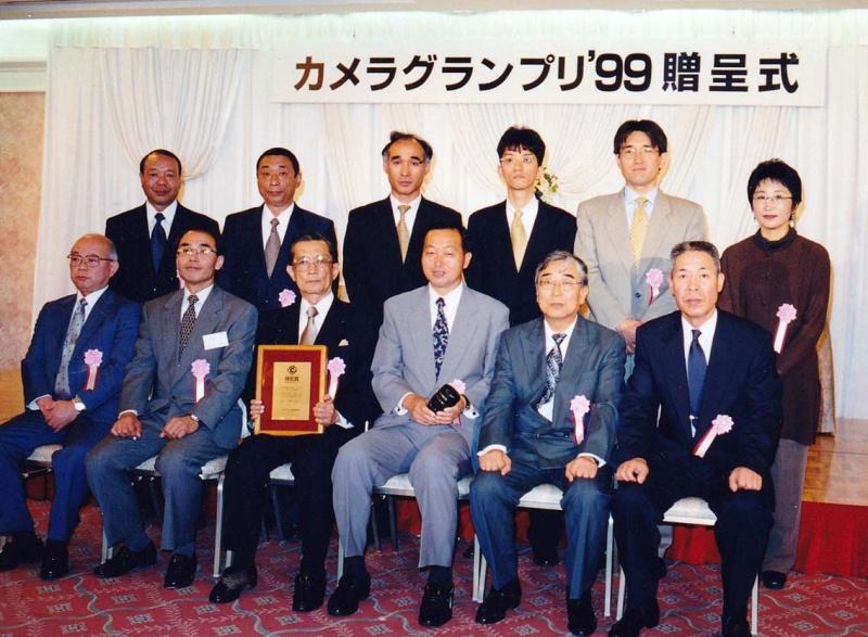 AF28-300mm F3.5-6.3 LD ASPHERICAL [IF] MACRO(Model185D)は、1999年のカメラグランプリでカメラ記者クラブ特別賞に選ばれた。