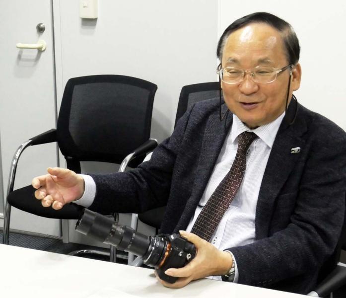 タムロン200mm F/5.9の思い出を語る市川さん