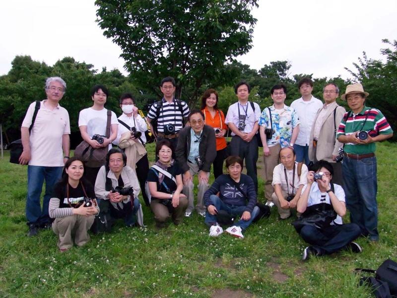 業界写真クラブ代官山撮影会。ハービー・山口さんと(2009年)市川さん提供