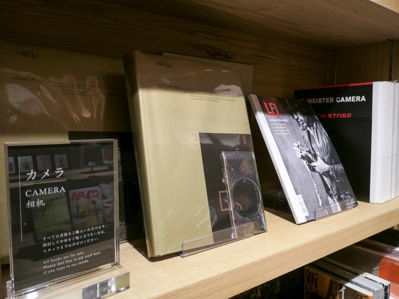 もはや引き返せない人向けの本もある。レアなライカがひたすら載っている写真集。