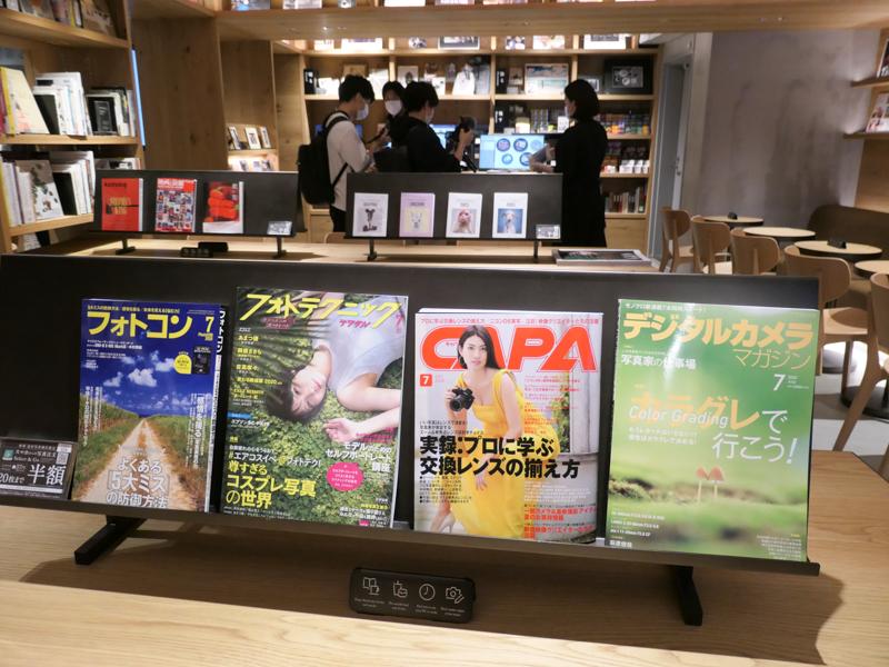 書籍や雑誌のコーナー。