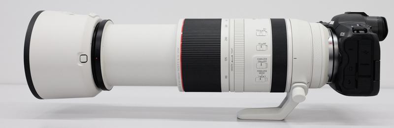 500mm側。組み合わせているカメラはEOS R5で変わらず。ズーミングでも三脚座を軸にして重量バランスを保っている