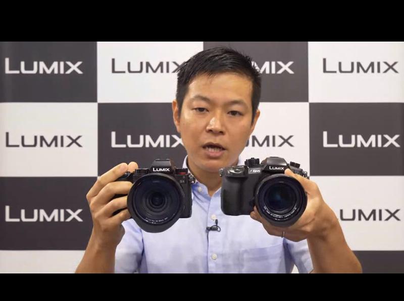 パナソニック株式会社 コンシューマーマーケティング ジャパン本部 商品センター イメージング担当 塩見記章氏、向かって左側に「LUMIX S5」、右側に「LUMIX GH5」