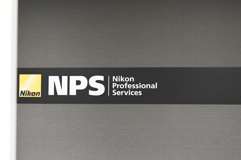 プロサービスNPSは銀座から移転。こちらにも多くのプロの姿がみられた