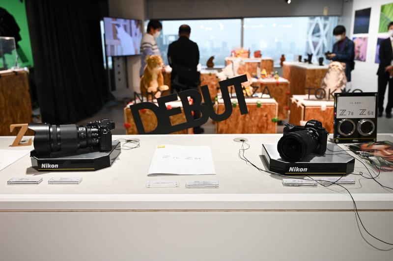 会場入り口には第二世代Zシリーズが。Z 7IIにはNIKKOR Z 50mm f/1.2 Sが、Z 6IIにはNIKKOR Z 14-24mm f/2.8 Sがそれぞれセットされていた。どちらも先行して体験できるのはメーカーの展示施設ならではのポイントだ
