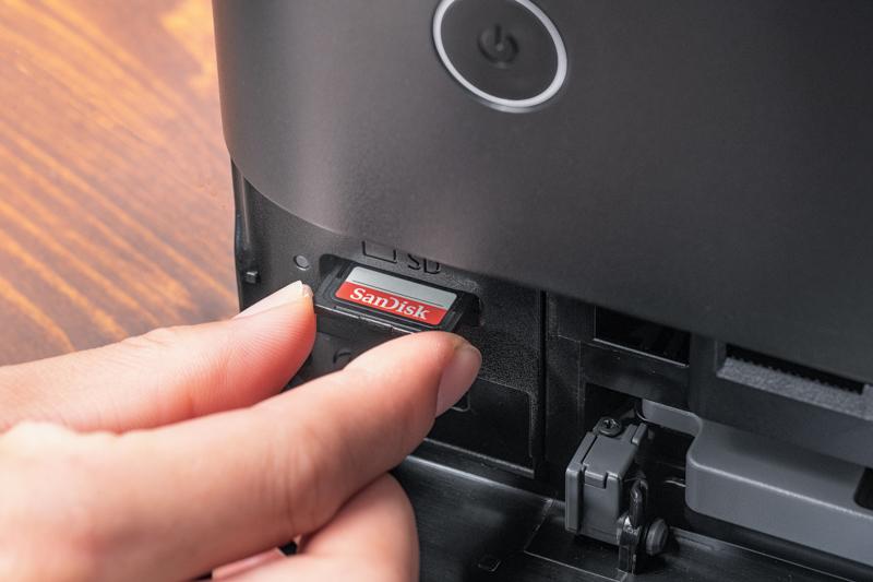 SDカードを差し込むと画像がすぐに確認できる!