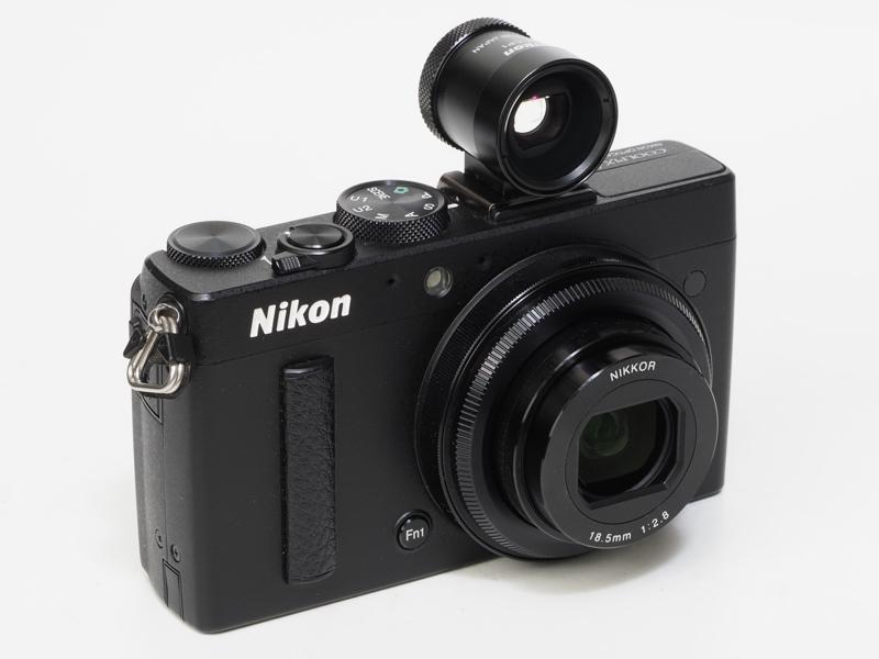 COOLPIX A用に用意された金属製の外付けファインダーDF-CP1。ファインダーなんかろくに見もしないのにこういうものを買ってしまう自分の意志の弱さを呪いたくなります。まあ、近い将来うちのニコンレンジファインダーカメラに付けて使うからいいか。