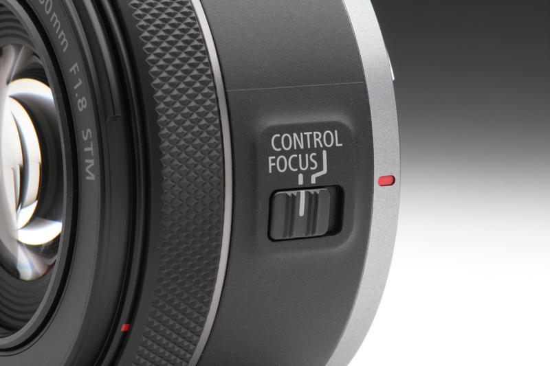 他のRFレンズ同様コントロールリングを備えているが、鏡筒に備わる切換スイッチによりこのリングをフォーカスリングとして使用することも可能