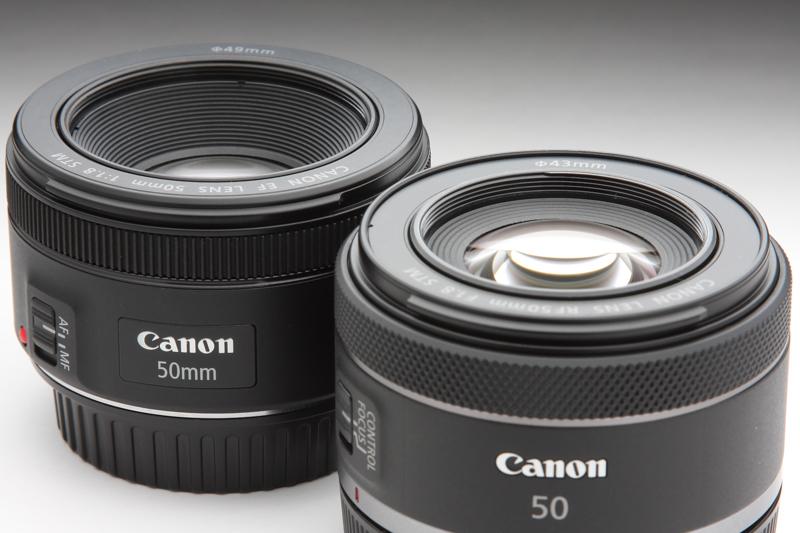 鏡筒の特徴のひとつとして、EF50mm F1.8 STMなどのように前玉の位置が鏡筒奥にある奥目形状を止めたことが挙げられる。鏡筒全長の短縮化に貢献している