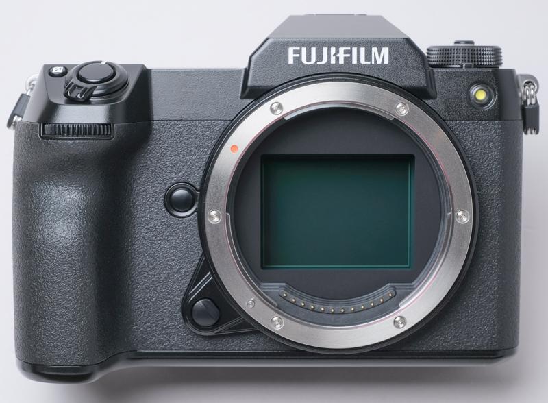 """ちなみにGFX100Sの「S」には""""Shooting(GFX 50Sと同じ)""""、""""Second(100MPの2機種目)""""、""""Small""""の3つの意味がこめられています"""