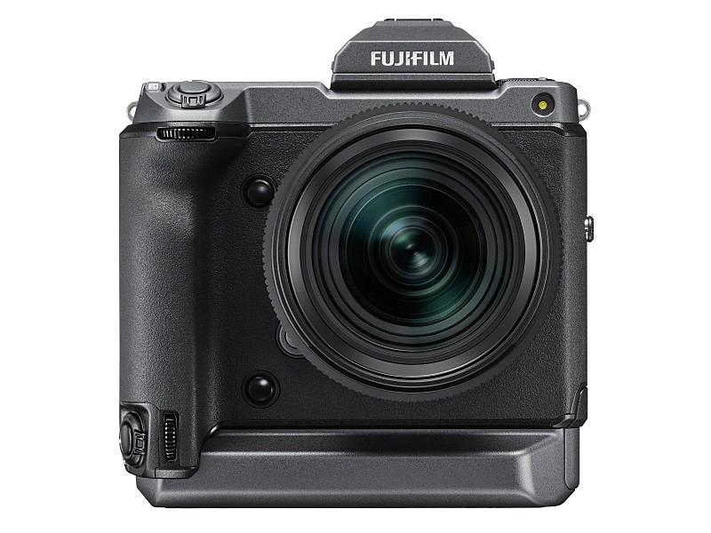 参考:GFX100(156.2×163.6×102.9mm[EVF装着時]、約1,400g[EVF装着+バッテリー2個+メモリーカード時])