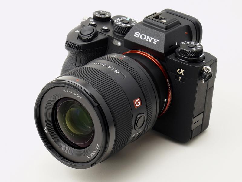 """α1(装着レンズはFE 35mm F1.4 GM) <span class=""""fnt-80"""">*レンズ名称に誤りがあったため2021年3月31日に訂正しています。</span>"""