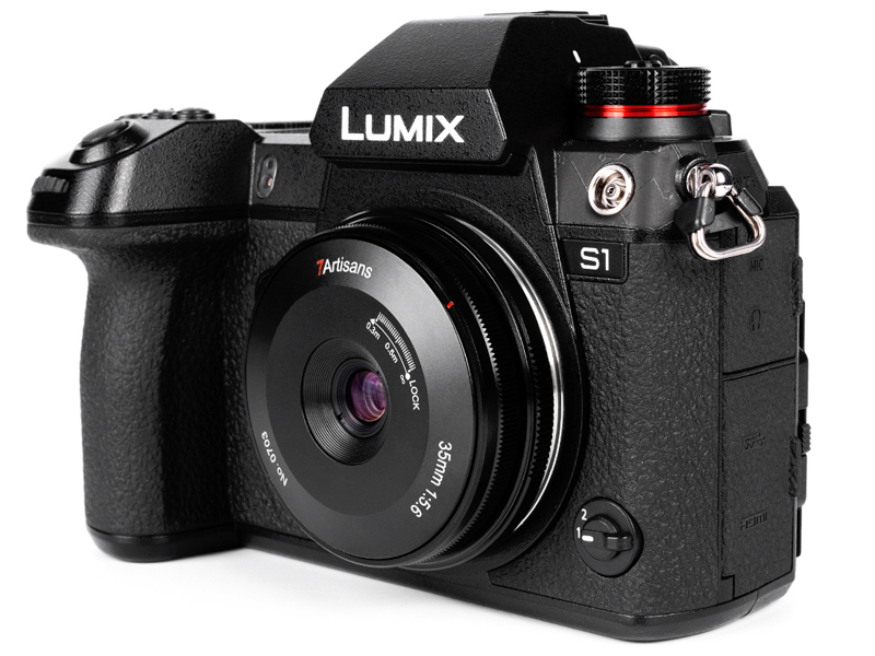 LUMIX S1に装着した状態