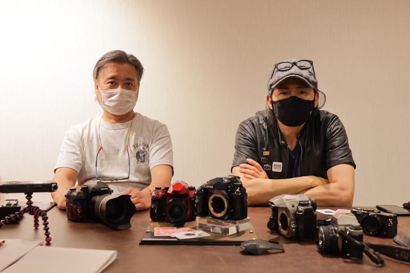 J limitedプロジェクトのメンバーを代表してTKO氏(右)とアニキ(左)にデザインアプローチやコダワリポイントを掘り下げて聞いていった